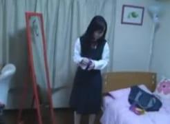 可愛い中学生の娘にフェラさせてる父親が撮った近親相姦エロ動画流出