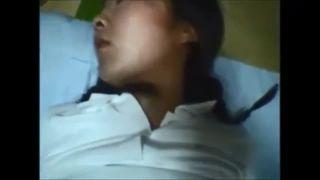 睡眠薬を飲ませ意識の無い可愛いJKをレイプしてるヤバ過ぎる流出動画