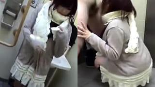 フェラ抜き5000円って書き込んだ援交女とトイレでエッチした
