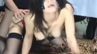 SMコスプレを美人妻に着せ自宅で調教SEXしてる投稿エロ動画