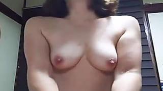 オマンコを押し付け騎乗位でイク夫婦の温泉旅行SEX動画投稿