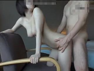 マジ神乳だぁー男性経験1人って純情10代娘のバックSEX動画