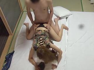 温泉でコンパニオンと本番セックスを盗撮した素人エッチ動画