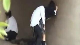 高校生が野外で3Pセックスしている激ヤバ素人エッチ盗撮動画