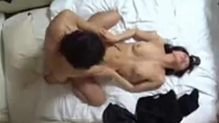 出会い系で会った美人な人妻とのSEXを盗撮した素人エッチ動画