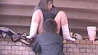 橋の下で昼間からSEXしてる高校生カップルを盗撮したエロ動画