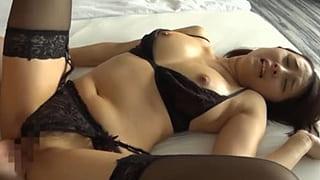 セクシー下着を履いたまま生チンコを挿入した美人OLハメ撮り動画
