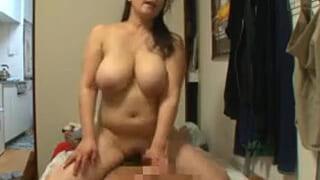 完熟デブな家政婦のおばさんに興奮して犯しちゃった盗撮SEX動画