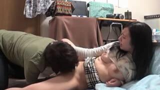 えっー奥さんを男友達に寝取らせたセックスを盗撮したマニア旦那