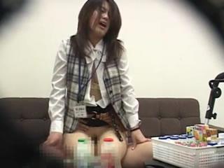 【素人☆盗撮】めちゃ可愛いヤクルトレディーを襲っちゃったぁーwww会社でレイプされてしまった隠し撮りセックスですwww|スケベな素人さん