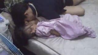 家飲みして酔った女子大生と乱交しちゃった素人スマホ動画を投稿