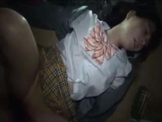 高校生をドラックで眠らせレイプしてる個人撮影した流出エロ動画