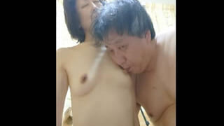 熟年夫婦の家庭内セックスをスマホ撮影した熟女の奥様エロ動画
