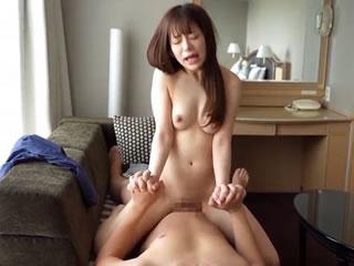 純粋な美少女がマンコをイジられて大絶叫イキしちゃうSEX動画