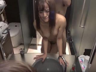 可愛いギャル女子大生とラブホの鏡前でハメ撮りしちゃった素人動画