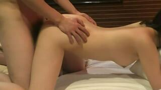 電マをクリに当てながらバックでセックスしてる個人撮影した動画