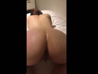スパンキングされてお尻が真っ赤にして悶え捲るバックSEX動画